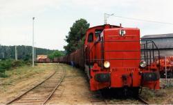 63 bb 71011 tractant un lourd convoi de wagons a mimizan bel air en 1992