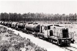 Parentis petrole rame tractée par la BB 4033